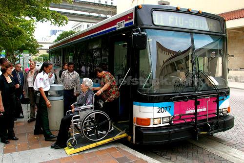 Fasilitas bus umum ramah penyandang cacat